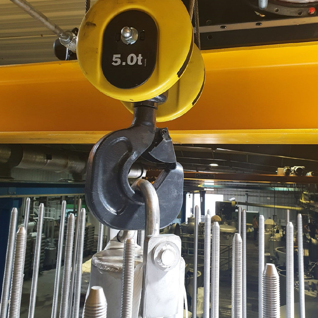 Installation of 1000 kg new yarn dyeing machine installation